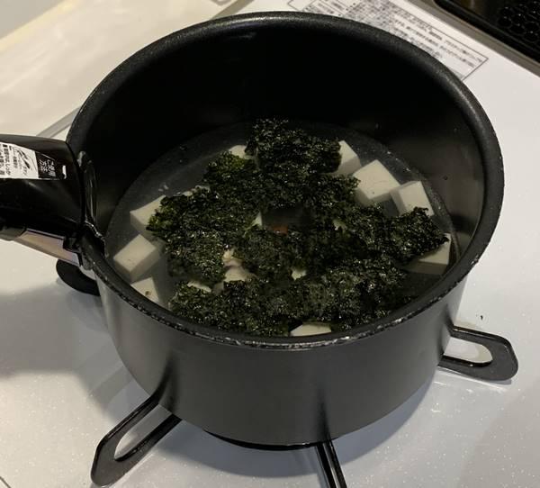 韓国風スープの調理写真