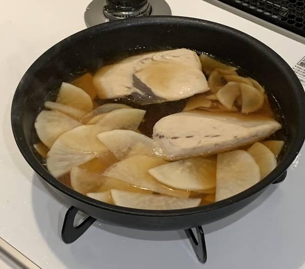 めかじき・大根・生姜を煮る