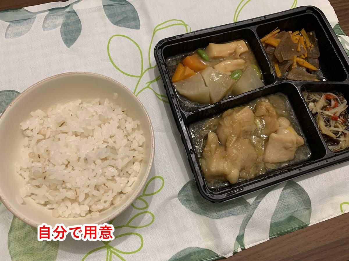 まごころケア食のお弁当と白ご飯